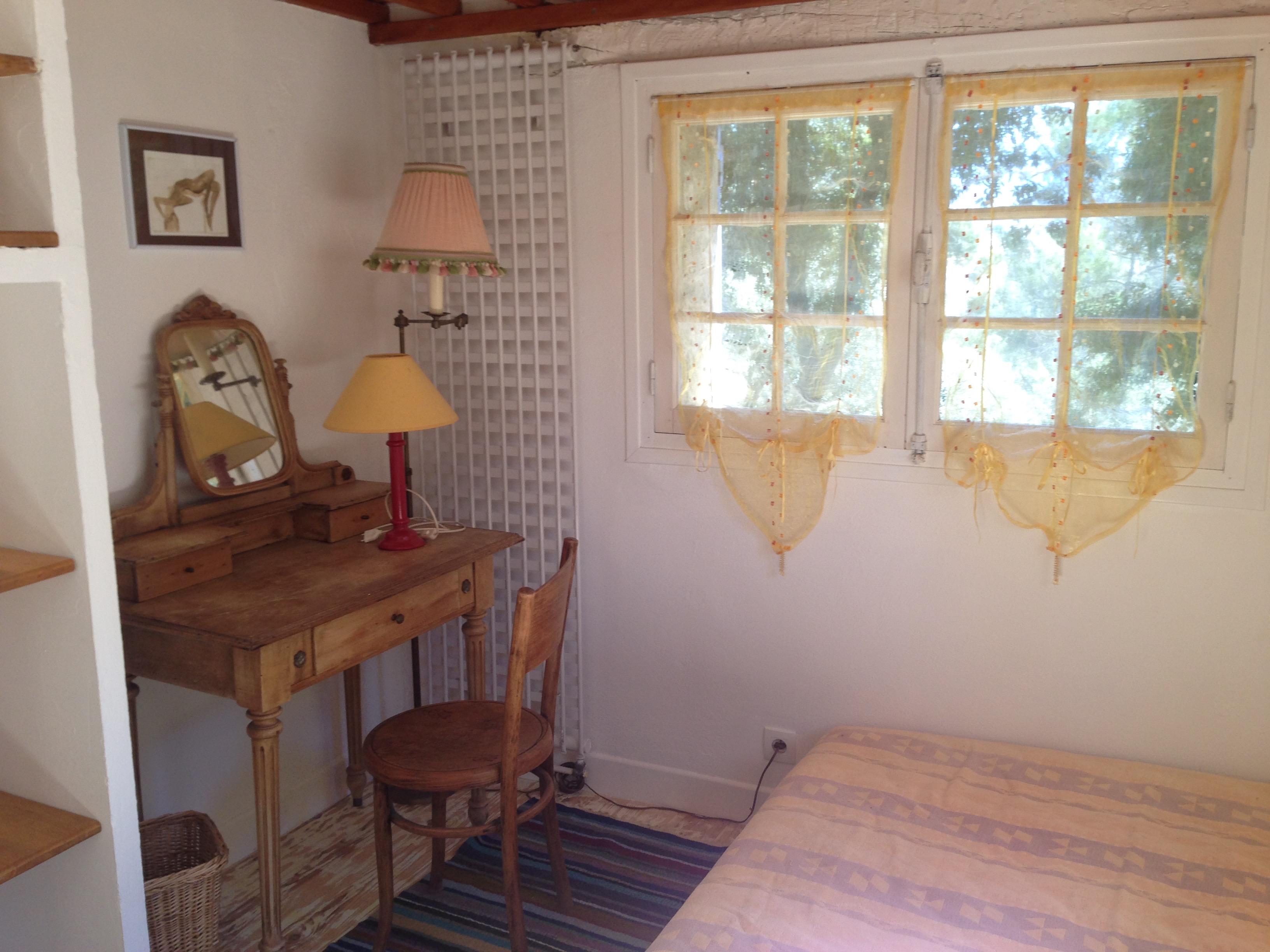 le g te la maison bleue. Black Bedroom Furniture Sets. Home Design Ideas